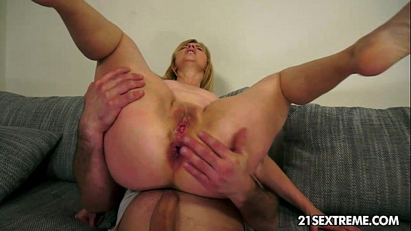 Mature Jennyfer rides a huge younger cock n enjoy an anal destruction. Thumb