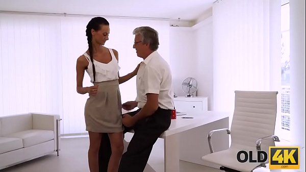 OLD4K. Sexy worker finally gets chance to make love with old boss