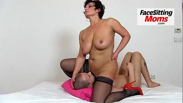 Hot amateur wife Ivona stockings and cunt licking Thumb