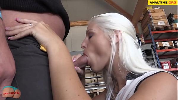 Amateur sex with a big ass milf