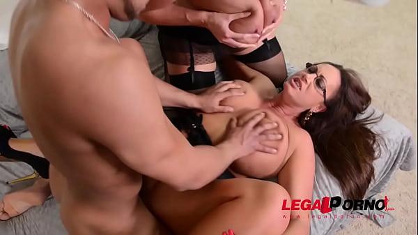 Busty bombshells Laura Orsolya & Emma Butt shar...