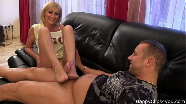 Amanda nylon footjob with a nice cumshot at the end...