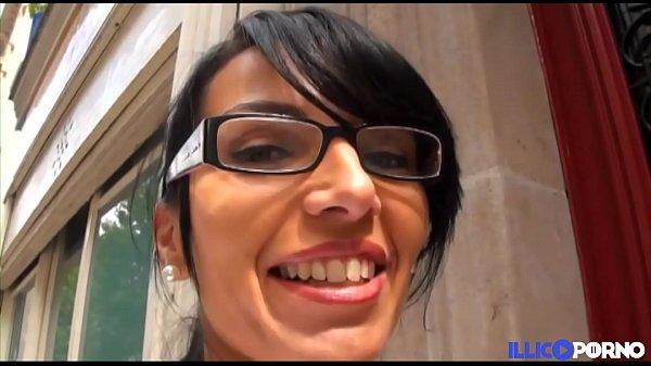 Elle baise avec les ouvriers sur le chantier ! [Full Video] Thumb