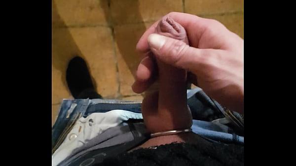 Schwanz finger in Sub Hausgirl