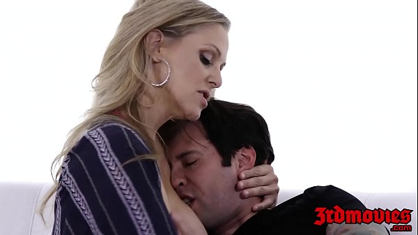 Cougar Julia Ann toe sucked while dicked in the pussy