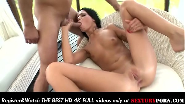 Thick hot ass of a sexy babe gets fucked hard in outdoors!