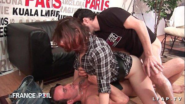 Sexy rouquine prise en double penetration pour son casting porno amateur Thumb