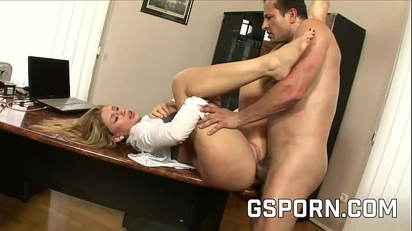 The busty blonde Brooklyn Lee have a double cum in the office