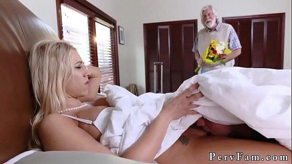 Sesso prima volta insegna mamma porno