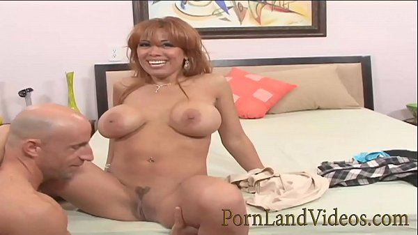 hot redhead mommy Sienna got a deep pussy massage