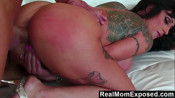 RealMomExposed - Beautifully tattooed and horny...