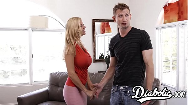Smoking hot Alexis Fawx makes her hubby a jealo...