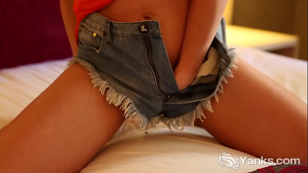 Yanks Babe Yasmin Fingers Herself To Ecstasy On Her Bed Thumb