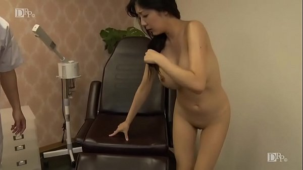 とんでもない爆乳のセレブ婦人、仲間あずみちゃんがマッサージにご来店〜1
