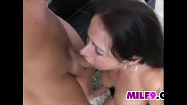 Mature lesbian pussy on pussy