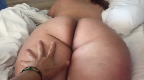 Watch how this ass shakes, thick juicy pussy