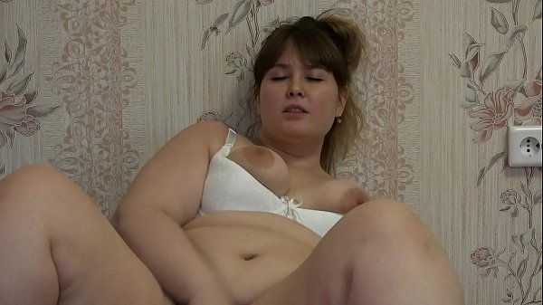 A fat girl masturbates and pushes fruit into he...