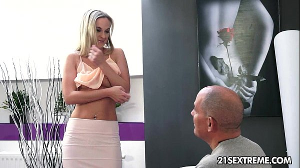 Vinna Reed won't say no to an old cock
