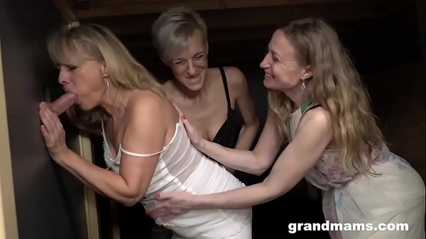 סרטי סקס Triple Blonde Granny Orgy
