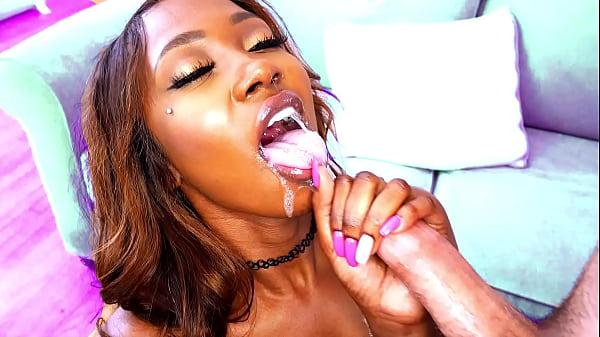 Hot black chick who gives sloppy blowjobs - ebo...