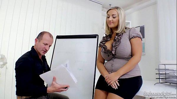 Blonde fitonyashka with pleasure fucked early i...
