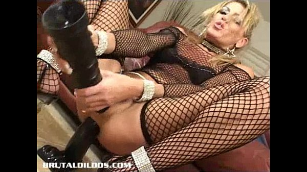 Milf Chelsea Zinn gapes her ass with two b. dildos Thumb