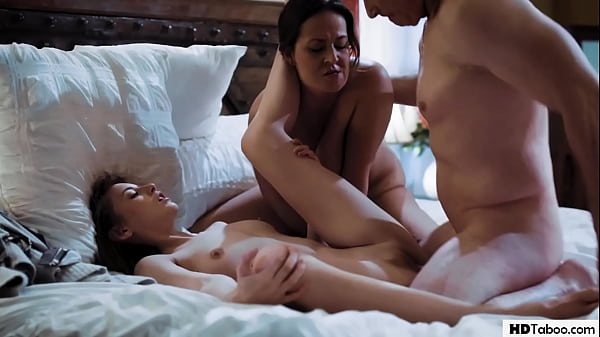 Stepmom & Daughter are having a threesome - Elexis Monroe, Kyler Quinn