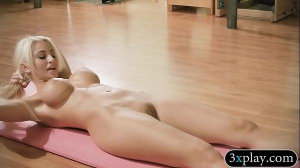 Donne nude con enormi seni porno breve