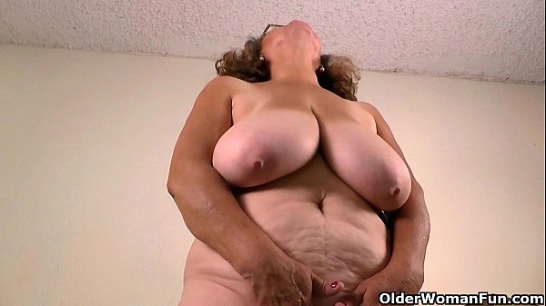 Latina milfs Rosaly and Brenda need to get off Thumb