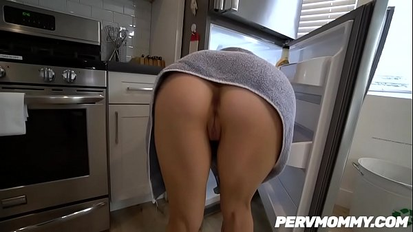WTF ! Stepmom Alix Lynx fucked her hot STEPSON