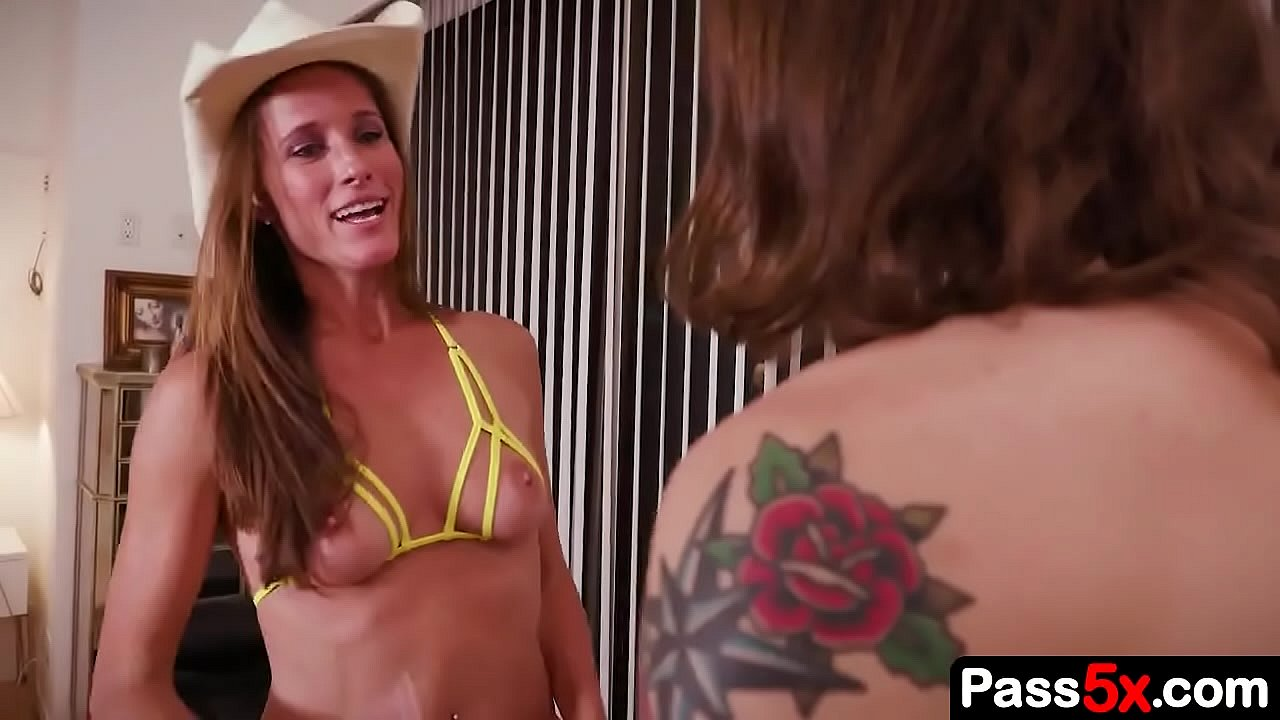 Auntie Angel Hizo Video Porno boy ask: aunt would you suck me off? aunt answers: yes