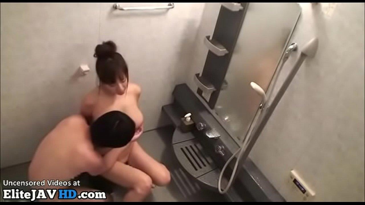คลิปหลุดแม่ลูก พี่ชายจับสาวมาเย็ดหี ที่ห้องน้ำ หลุดนักศึกษา