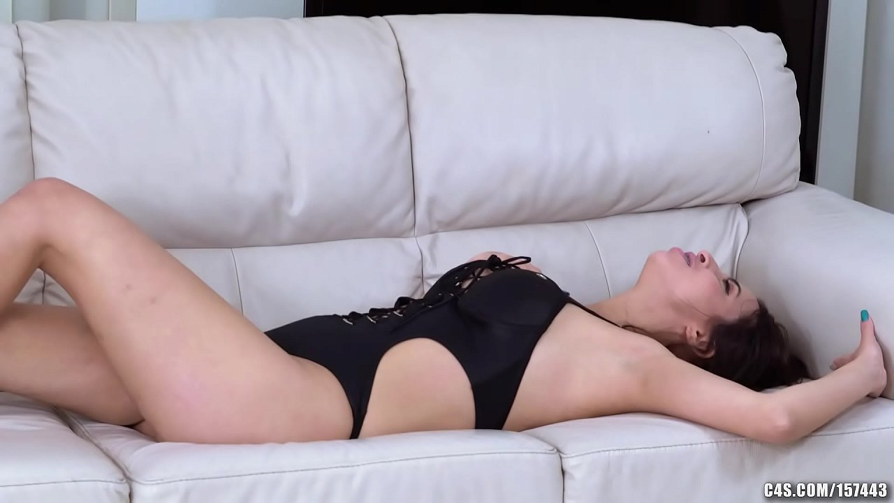BBW Mistress smothers skinny girl with f. kisses