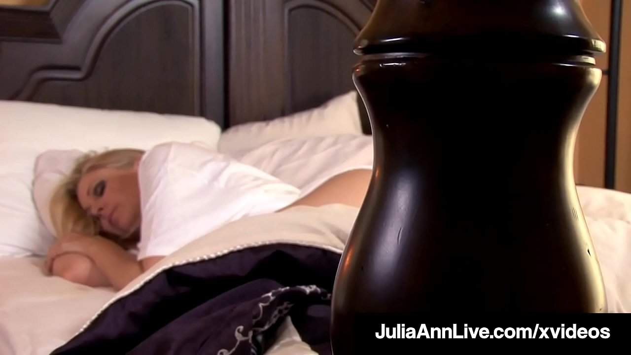 See Busty Mommy Julia Ann Finger Bang In Bed! Good Morning!