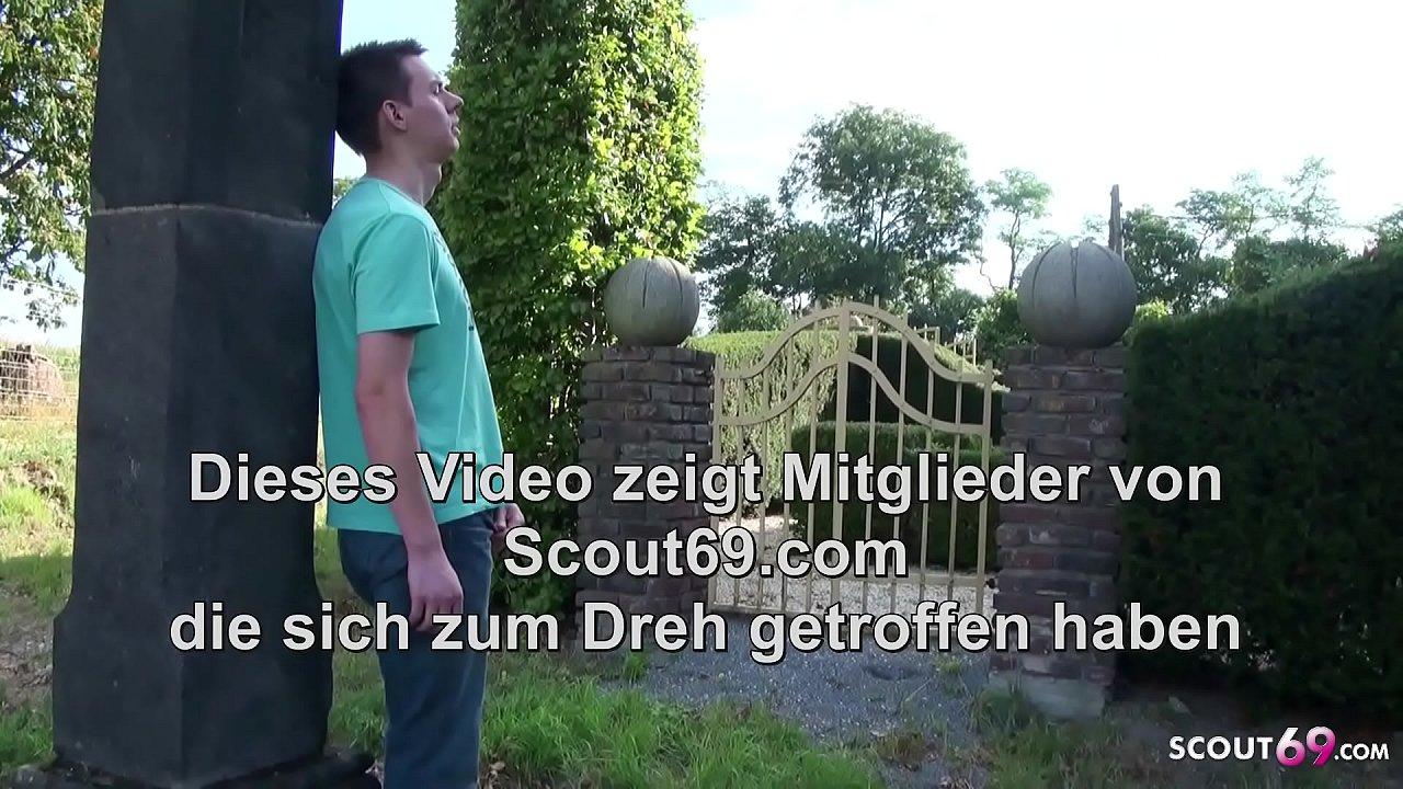 Mutter erwischt Stief Sohn beim wichsen im Garten und fickt mit ihm - German m.  thumbnail
