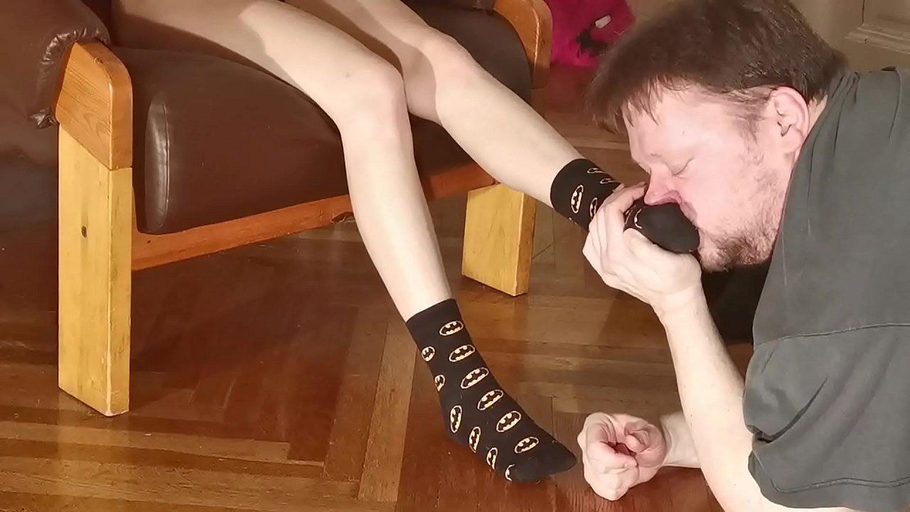 Mature Sweaty Feet Worship