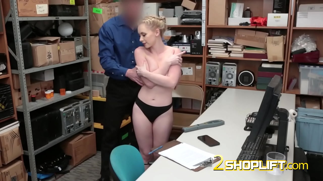 AMATEUR blonde SCREAMS HOW much she likes to get FUCKED