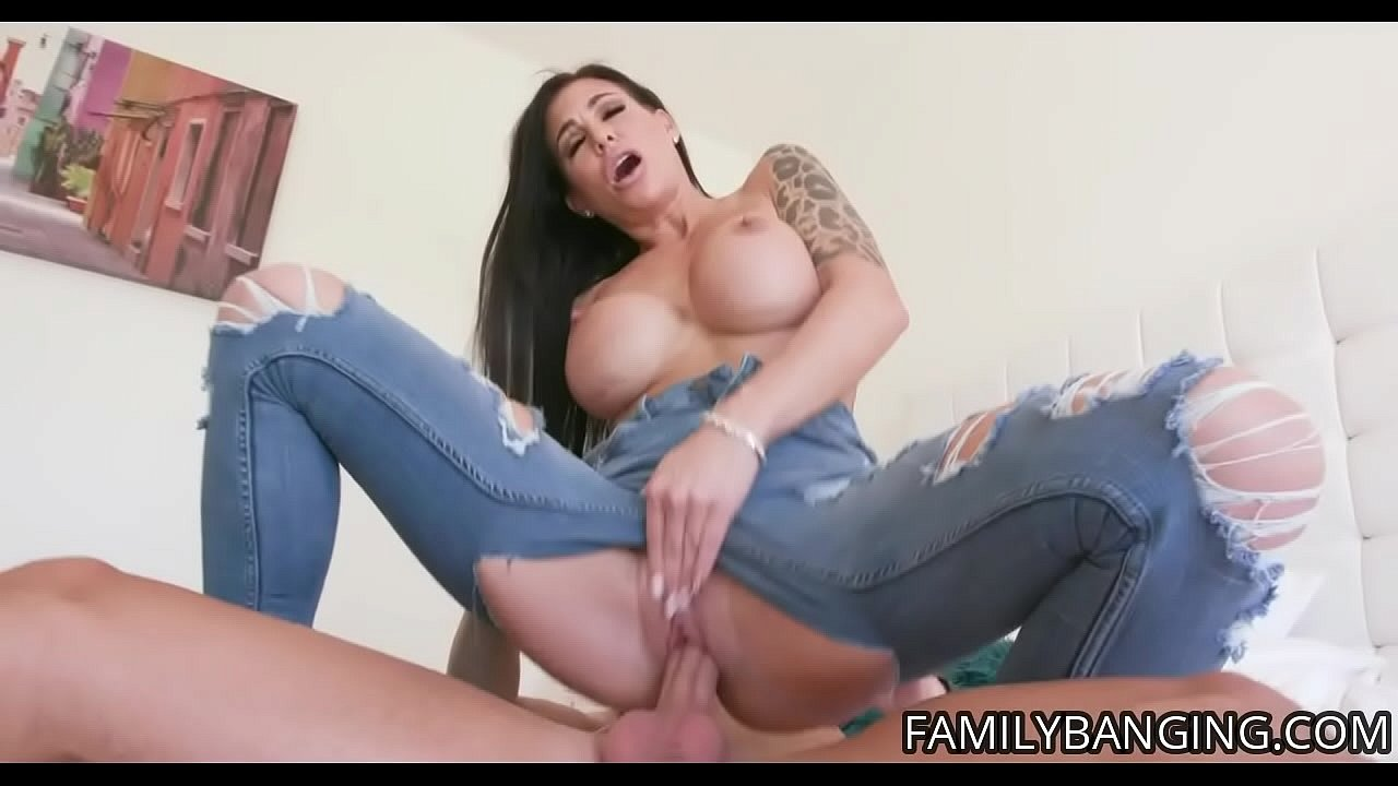 Milf Gets Fingered Squirts