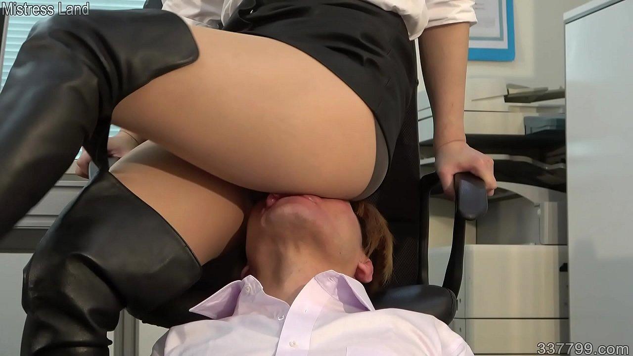 Japanese Femdom Hard Facesittng and Trampling