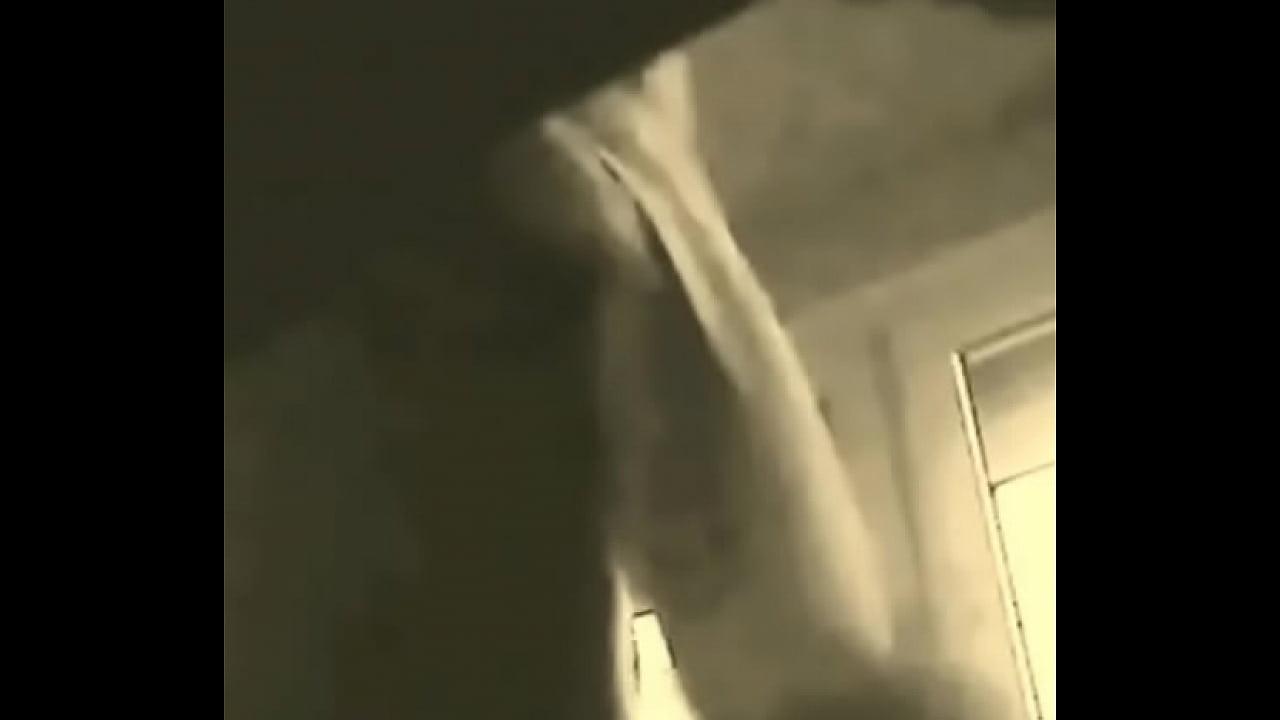Nackt im badezimmer