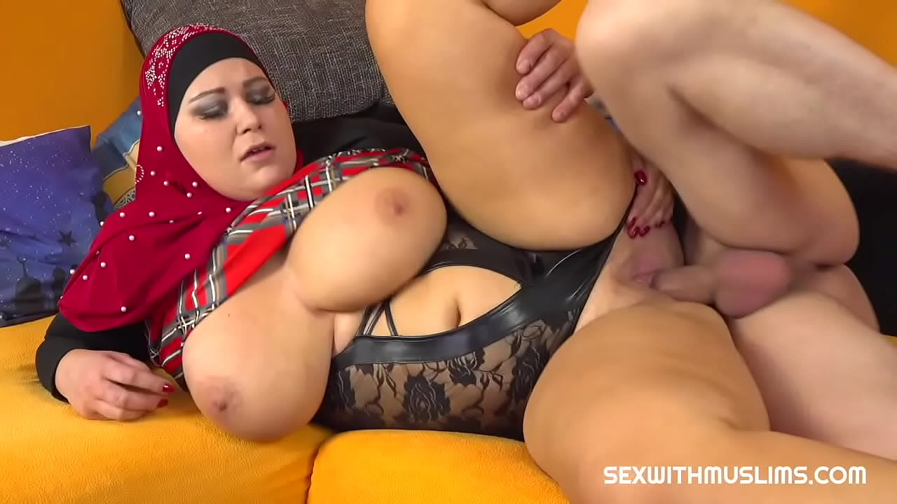 Fat Woman With Big Tits and Ass Has Sex With Horny Guy