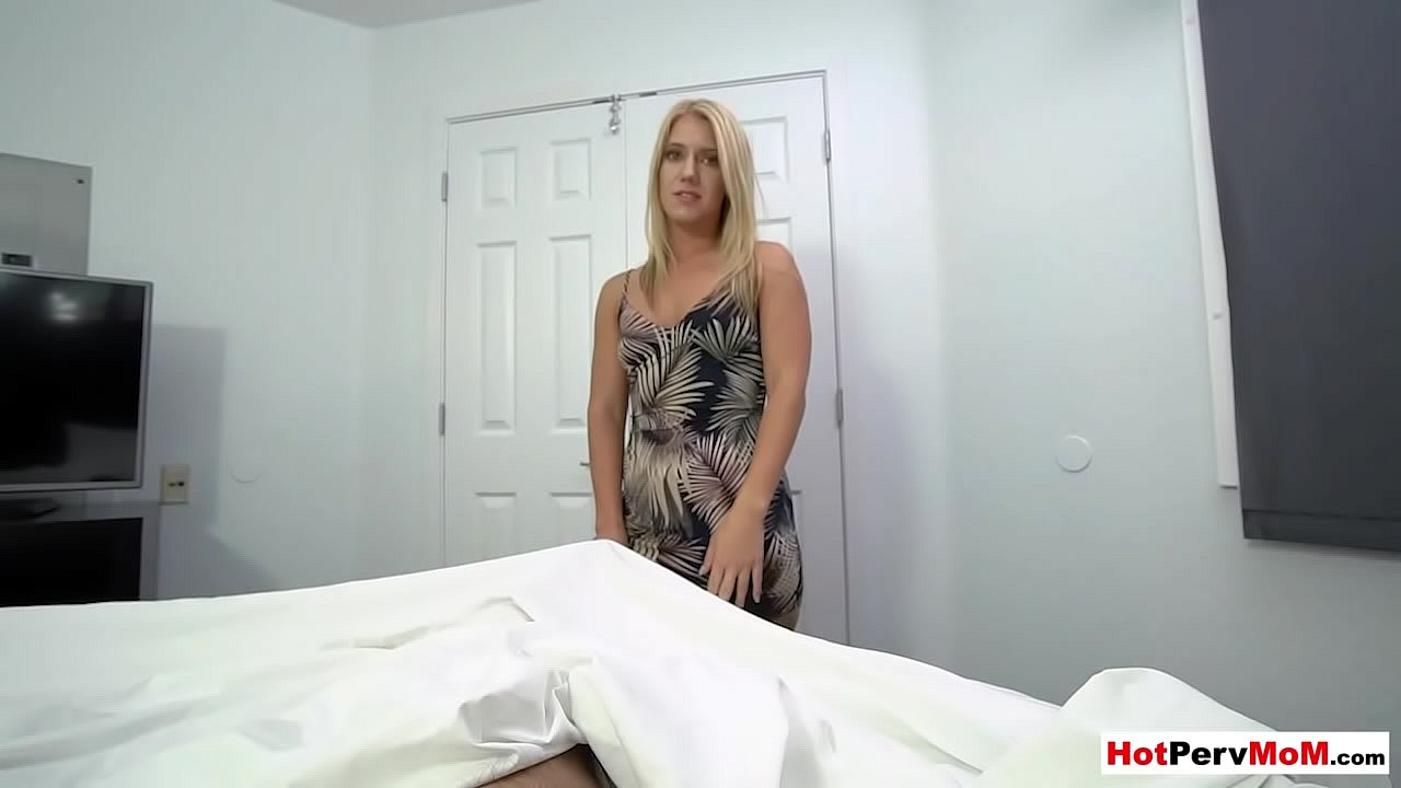 Step Sister Wakes Up Dick