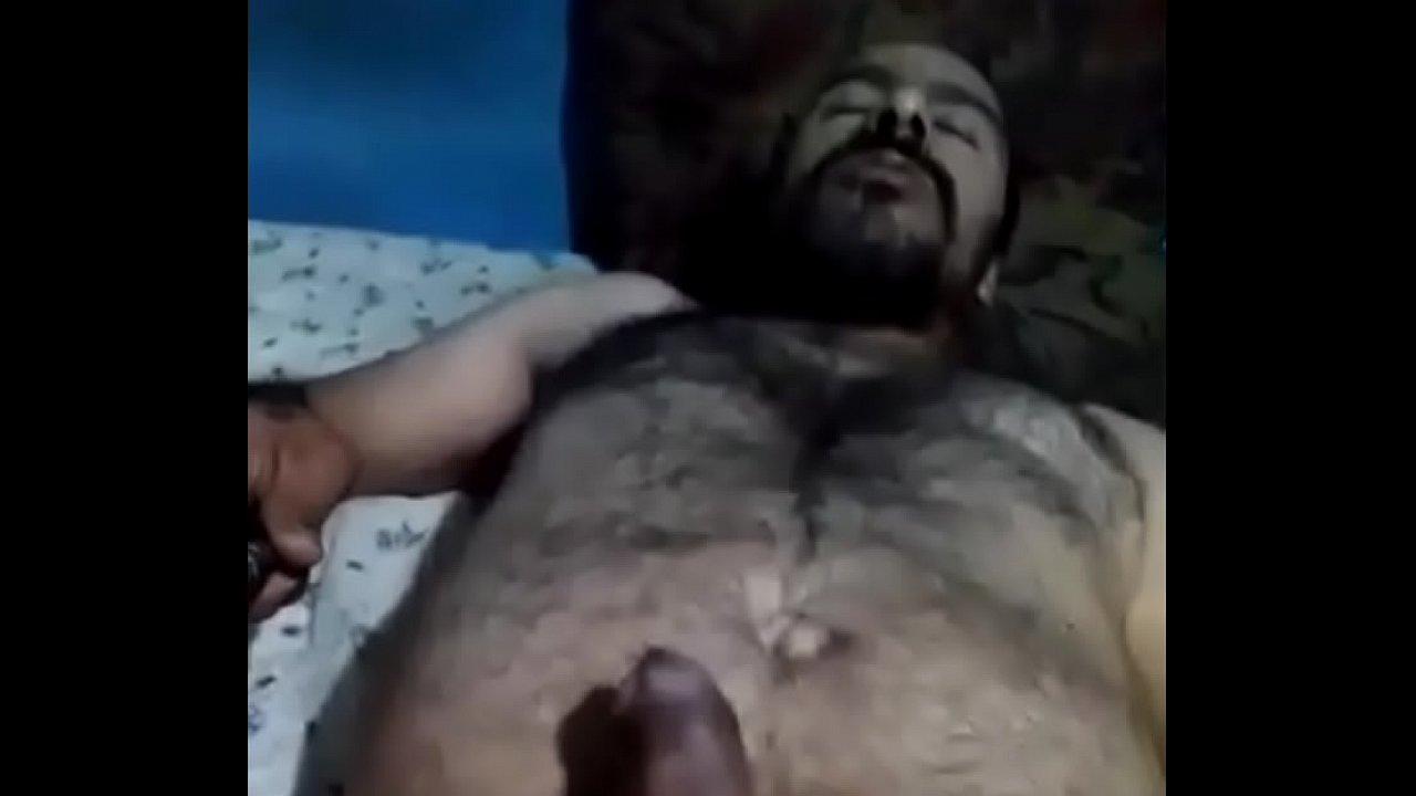 Maduro hetero exibiendo su ojete porno gay Maduro Hetero Xvideos Com