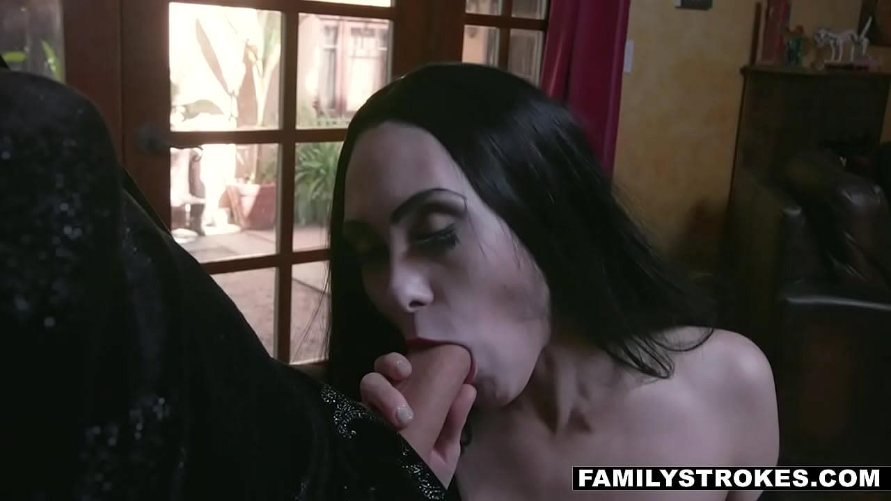 Sexy Addams Family - massive FAMILIENORGIE im Bett mit Kate Bloom und Audrey Noir
