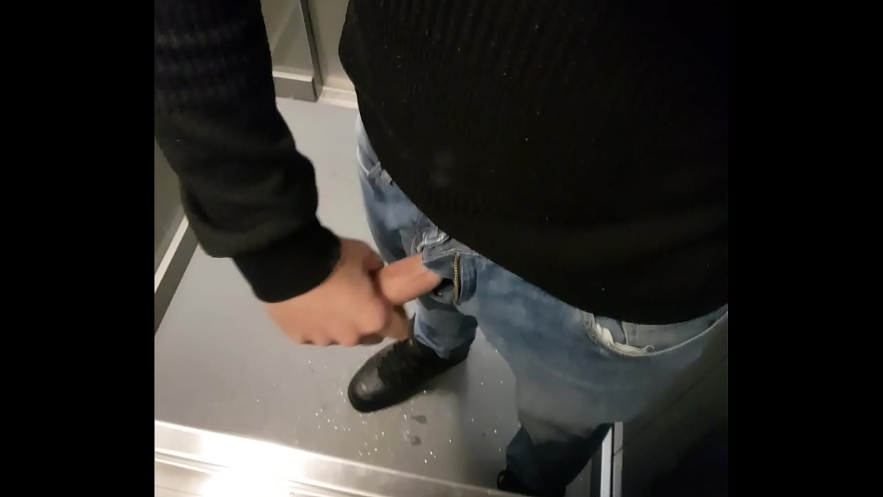 Flashing My Cock In Elevator Xvideos Com