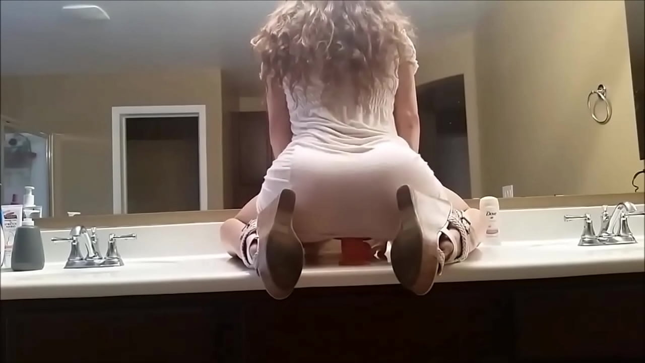 Teen Big Ass Rides Dildo