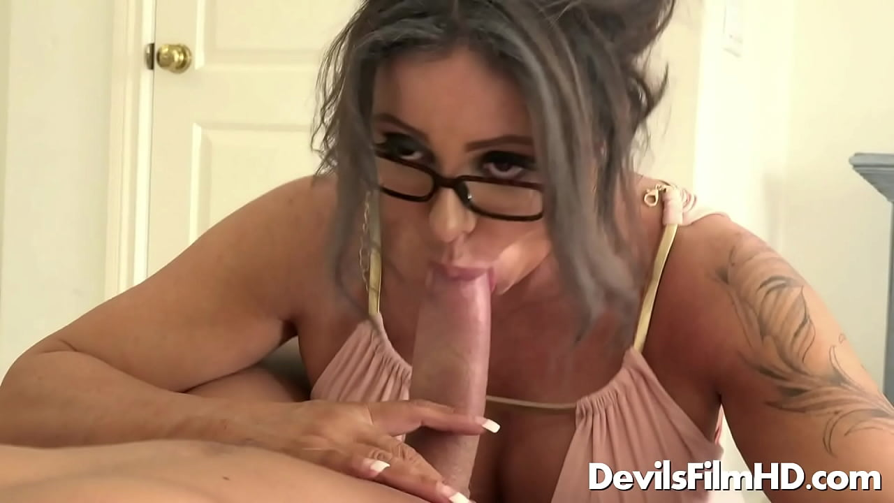 Porn video lesbian forced to lick pussy