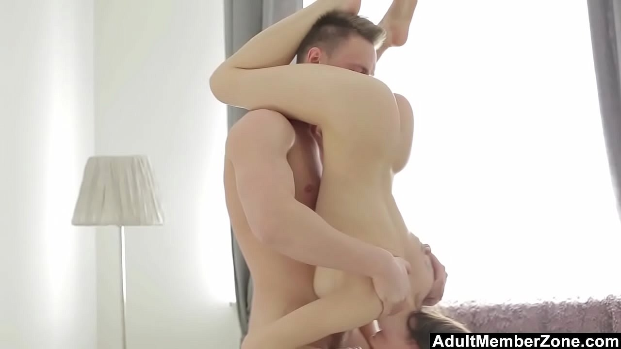 Amateur Shemale Fucks Couple