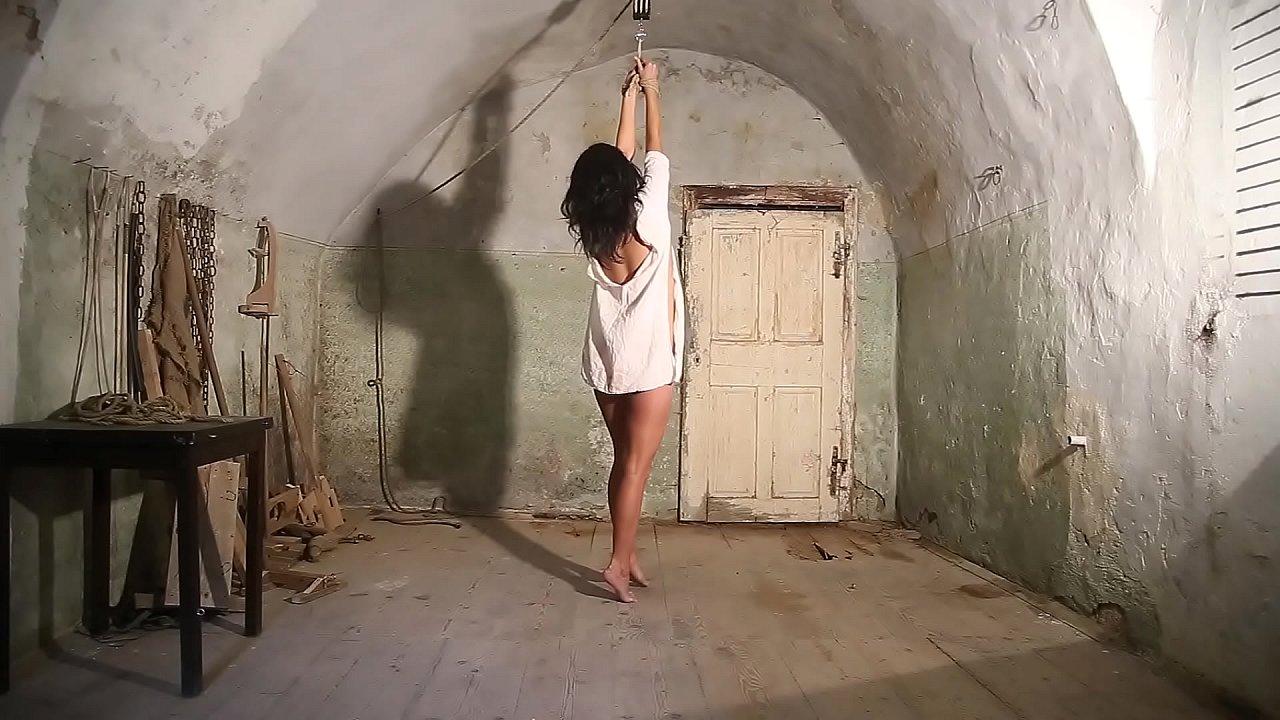 Slave Luna in AOH t.