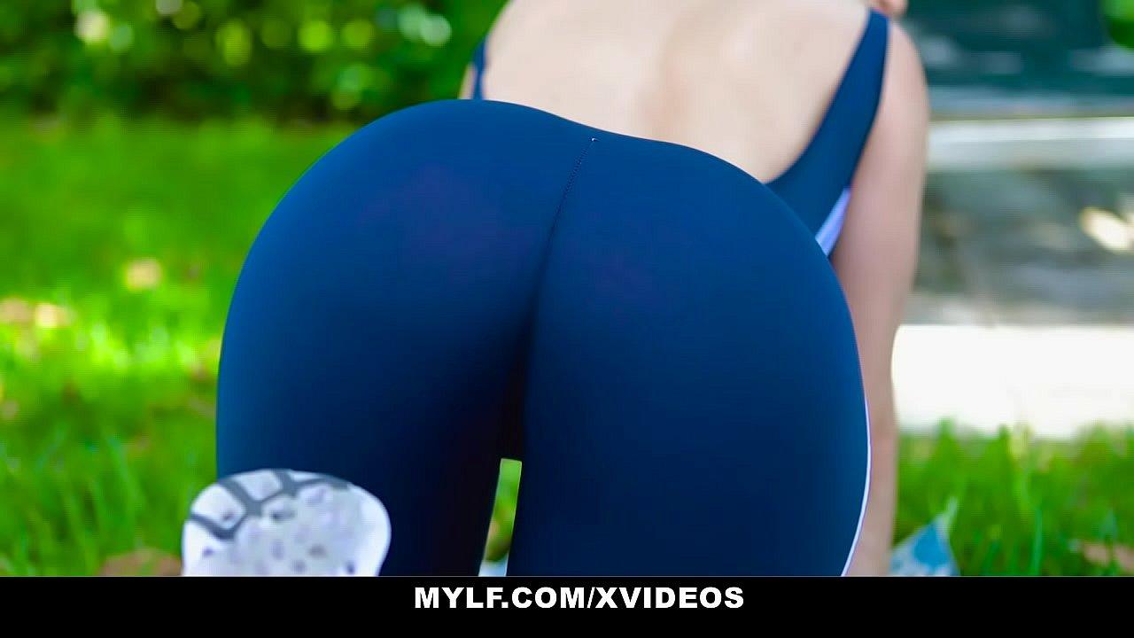 Amigas Haciendo Yoga Porn me calienta tanto haciendo yoga que me la tengo que follar